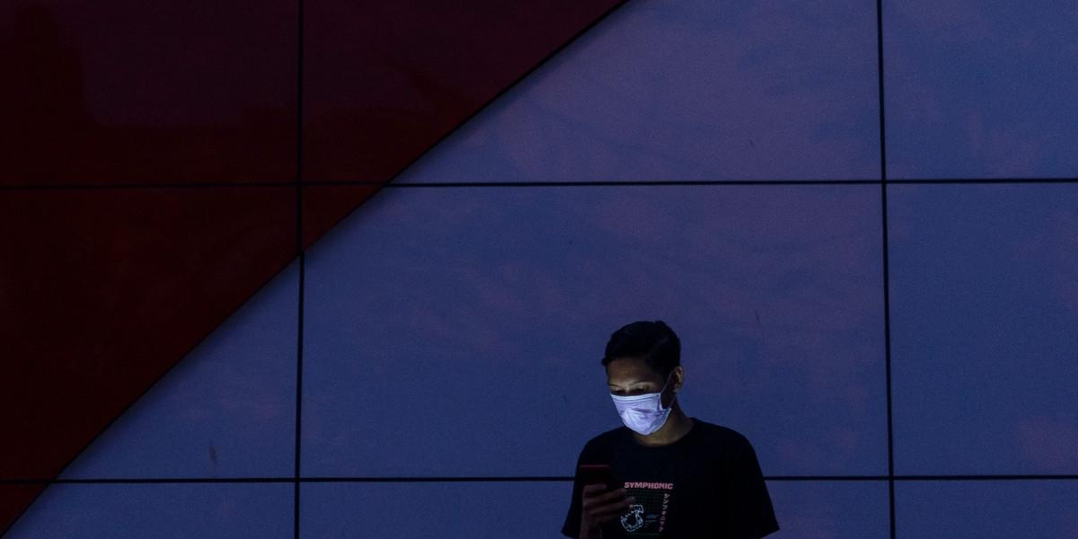 Empty offices, full homes: Coronavirus might strain the internet